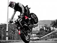 ¿Quién ha soñado con subirse a una moto y realizar acrobacias ?