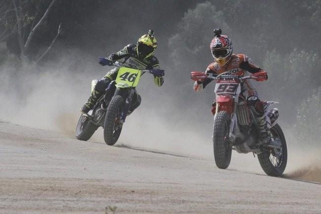 Valentino Rossi, Marc Marquez y sus amigos en una tarde de Dirt-Track